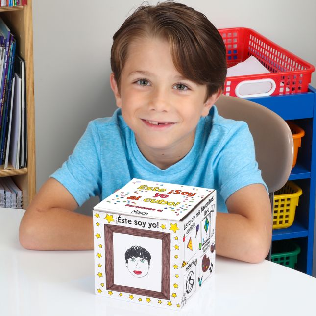 "Ready-To-Decorate® A¡Soy Yo... al Cubo! (Spanish My ""Me"" Cube Set)"